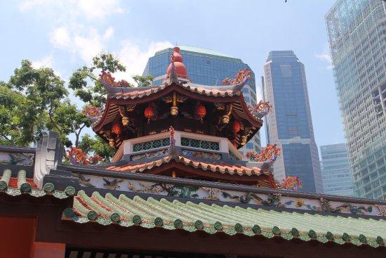 Raffles Place, Singapore: Telhado do Templo taoista Thiang Hock Keng