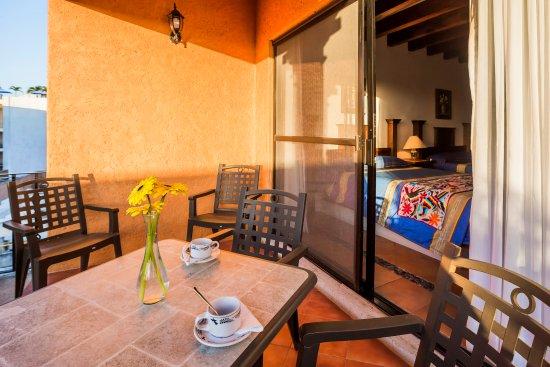 Hotel Lunata: terraza habitación vista al Jardín / Room terrace
