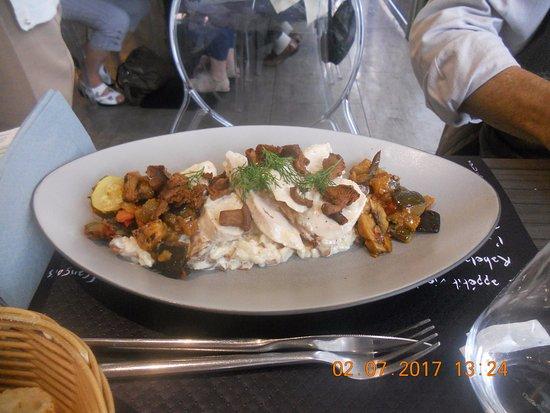 Chanas, France : Poulet et champignons