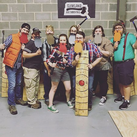‪Class Axe Throwing Cleveland‬