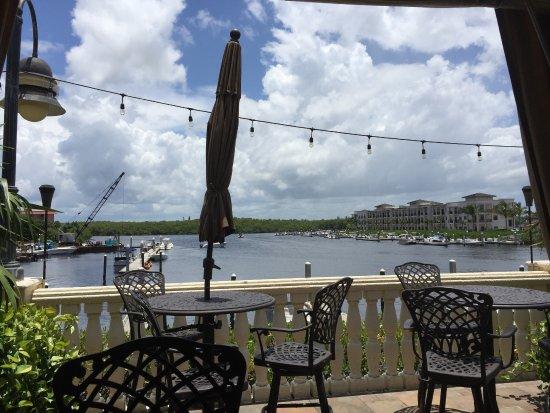 Bayfront Inn 5th Ave: Outside Bar/Restaurant