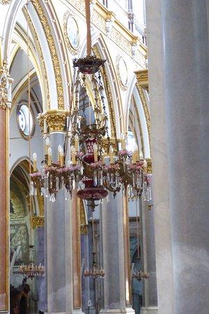 Chiesa di San Domenico Maggiore: Chandelier