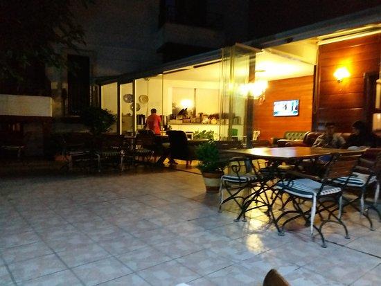 Rose Garden Suites Istanbul: TA_IMG_20170711_211009_large.jpg