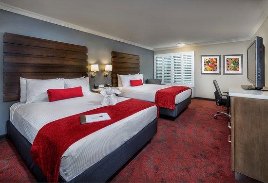 Desert Palms Hotel & Suites: Deluxe Room with 2 Queen Beds