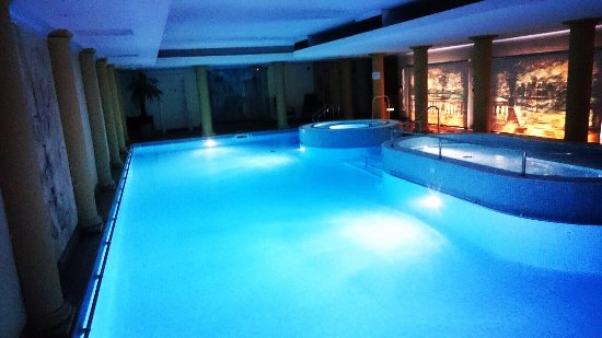 Berkswell, UK: The Hall Pool at Night...