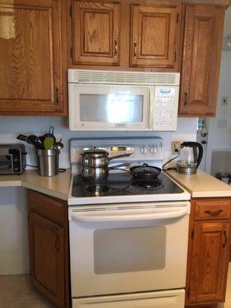 Brewster, MA: Kitchen Stove.