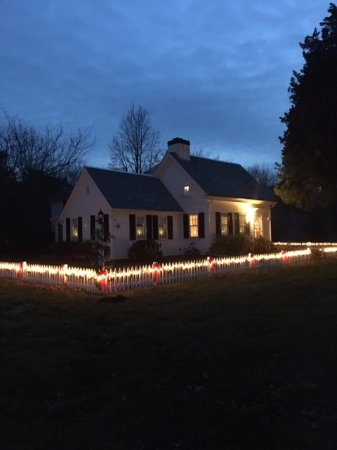 Brewster, MA: Christmas at the Farmhouse.