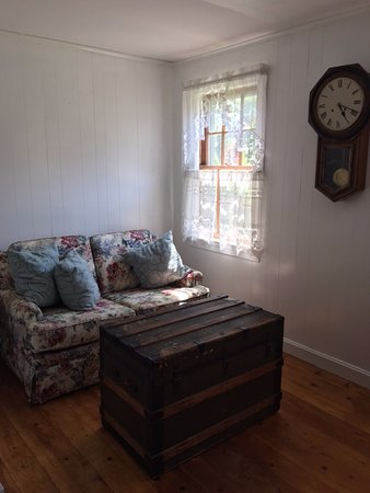 Brewster, MA: Reading nook in the main living room.