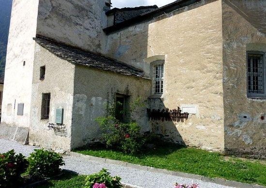 Soglio, Swiss: Friedhof an der Kirche