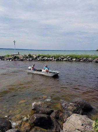 Cheboygan, MI: Chanel leading into Mullet Lake