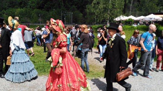 Gutach im Schwarzwald, Deutschland: Participantes en la exposición de personajes. Muy bien caracterizados.