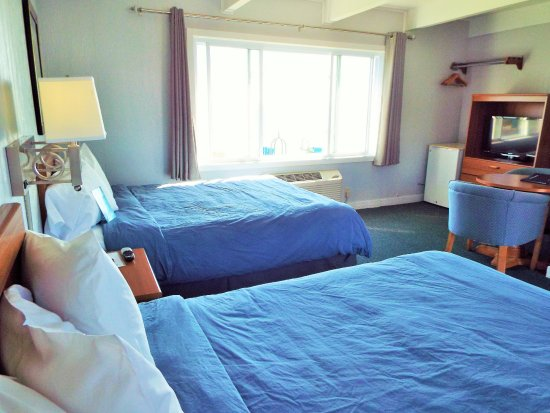 Baileys Harbor, WI: Room 101 is a lakefront unit with two Queen Beds