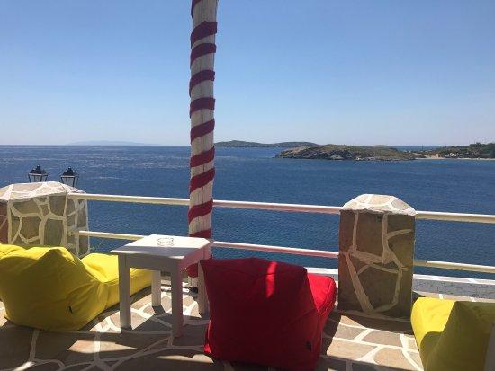 Batsi, Grecia: LoukouBomb
