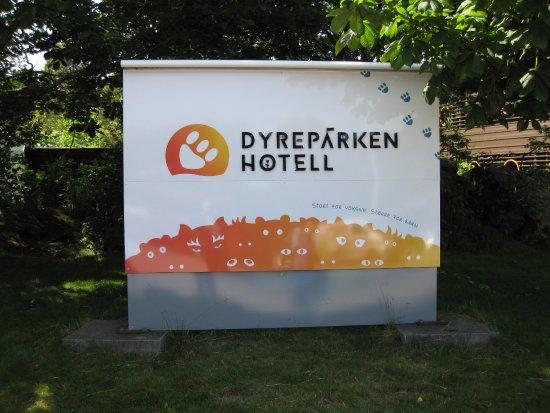 Dyreparken Hotell: Velkomstskilt