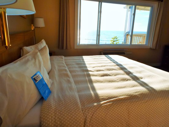 Baileys Harbor, WI: Room 105 is a lakefront unit with a King bed.
