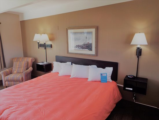 Baileys Harbor, WI: Room 107 has a King bed