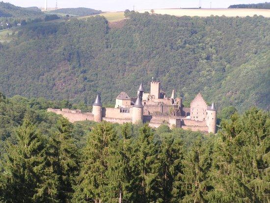 Hotel St Fiacre: Kasteel Bourscheid, het oudste kasteel van Luxemburg, is maar twee km vanaf het hotel.