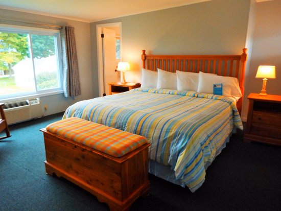 Baileys Harbor, WI: Room 206's bedroom.