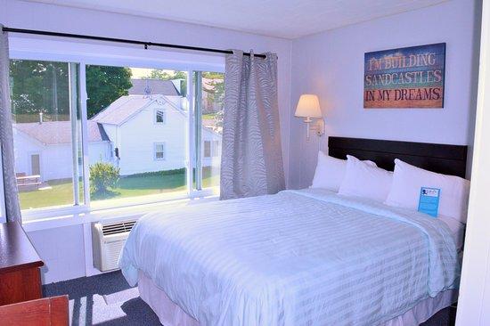 Baileys Harbor, WI: Room 208 has a Queen bed.