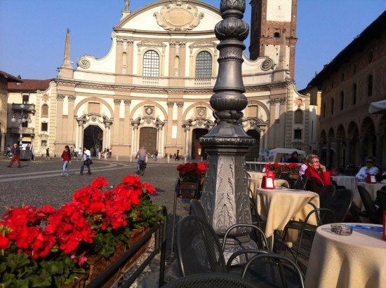 Vigevano, Italy: la facciata del duomo