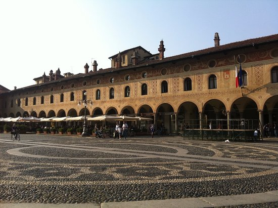 Vigevano, Italy: i portici in piazza