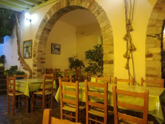 Agios Romanos, Yunani: taverna