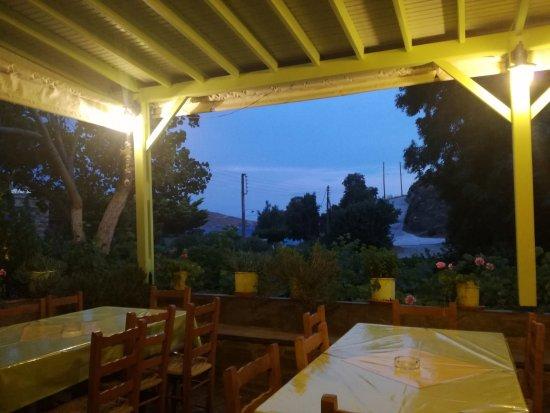 Agios Romanos, Grecia: taverna