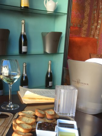Fino: Wine and nibbles