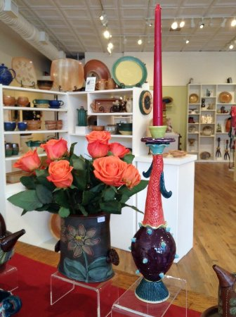 Bakersville, NC: Mica Gallery is one of our favorite stops each year when we visit the area.