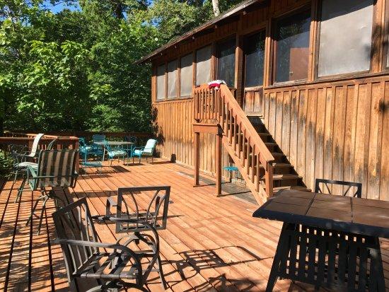 Lesterville, MO: Riverside cabin deck