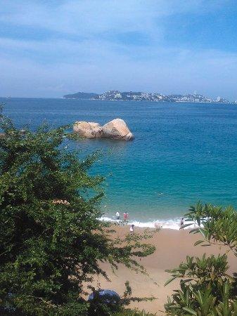 La playa Condesa desde el Hotel Fiesta Americana Villas Acapulco