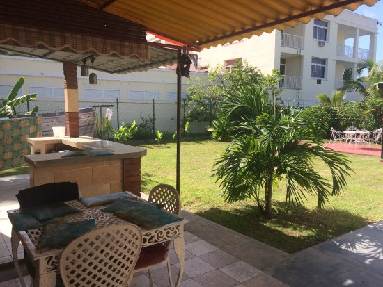 Patio photo de casa manomar cienfuegos tripadvisor for Hostal casa amarilla