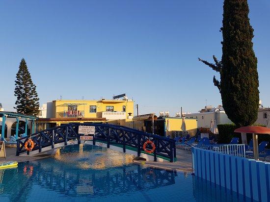 Kefalonitis Hotel Apts.: 20170628_192159_large.jpg
