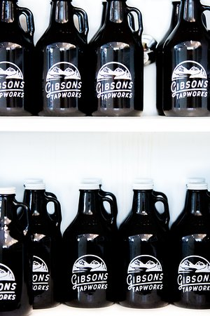 Gibsons, Canada: 32 and 64oz growlers available to go.