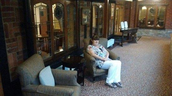 Macdonald Alveston Manor Hotel: corridor