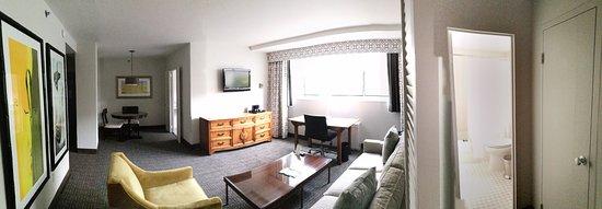 State Plaza Hotel: IMG_20170711_230901_large.jpg