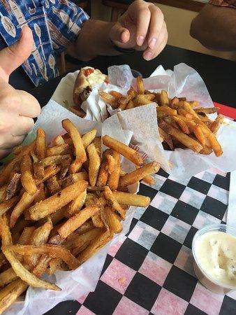 มาร์ตินส์บูร์ก, เวสต์เวอร์จิเนีย: Basket of awesome fries!!