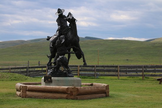 Bar U Ranch National Historic Site: Greating visitors.