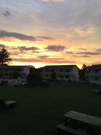 Gavin's Irish Country Inn: Sunset