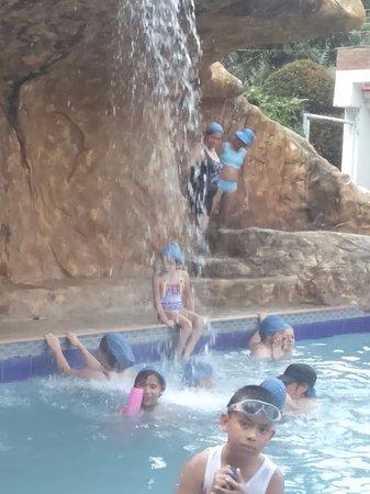 Termales Santa Monica: Esta es la piscina mas grande super caleinte, por ratos abren los chorros el agua si sale fría