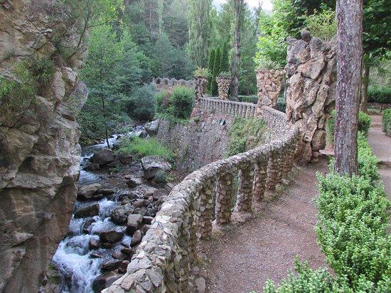 La Pobla de Lillet, España: Paseo entre las rocas