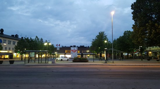 Karlskoga, Sweden: Welll located right in town centre (view from hotel door)