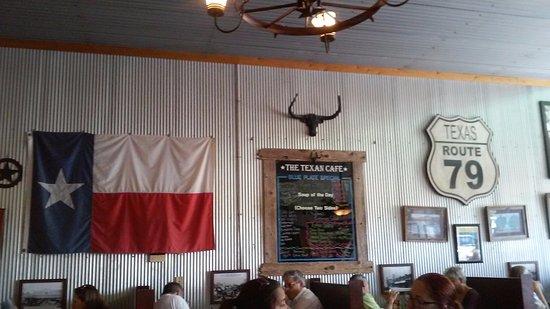 Hutto, TX : A view of the decor