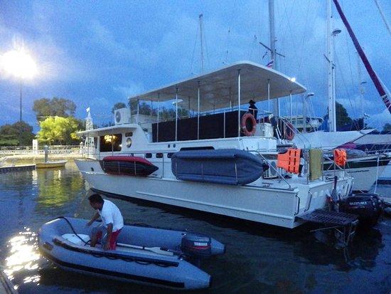 Чалонг, Таиланд: Am Abend zurück in der Marina von Phuket - ein einmalig schöner Tag !