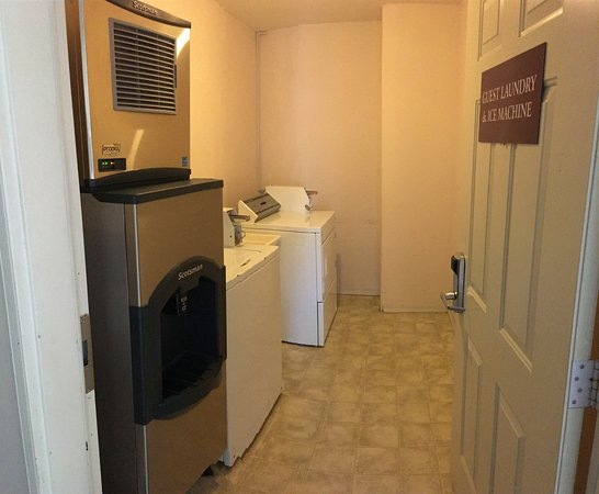 Country View Motor Inn: Guest Laundry & Ice Machine