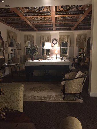 Edenton, NC: Entry Hall and sitting area
