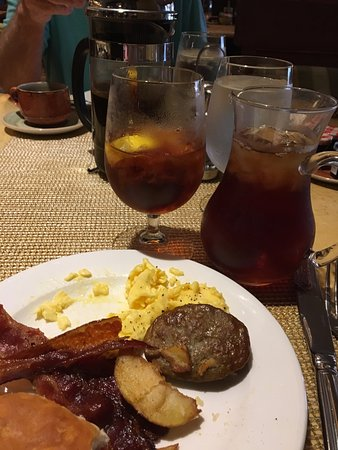 Capriccio Grill : Coffee. Tea and some of the breakfast buffet selection.