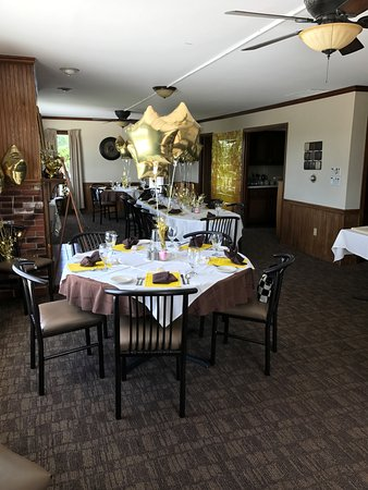 East Dubuque, IL: Private dining upstairs with a walk out deck & windows overlooking River, bathroom, tv & firepla