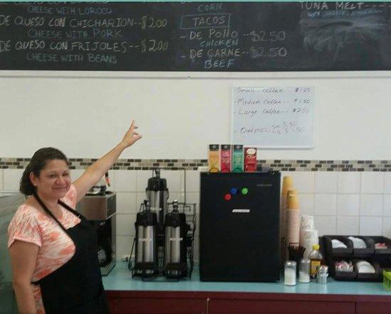 Peekskill, Nova York: Clara and here awesome eatery!