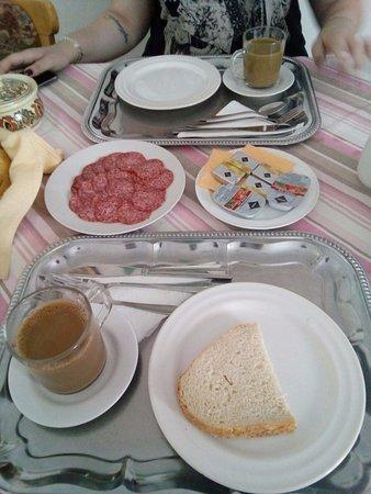Vecses, Ungern: Desayuno